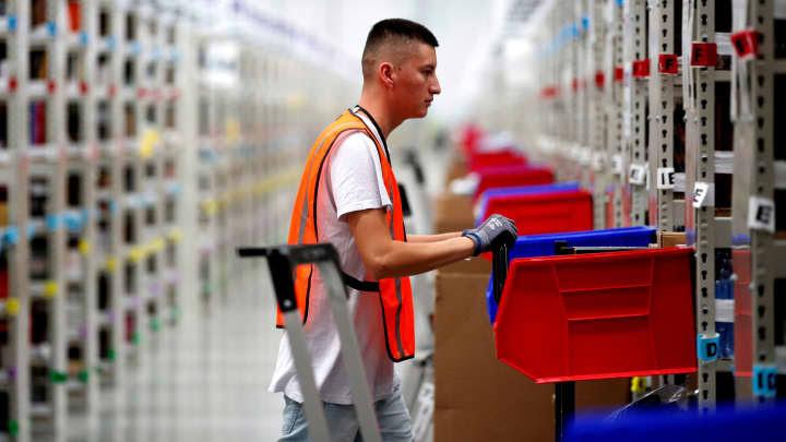 RT: Amazon worker at warehouse