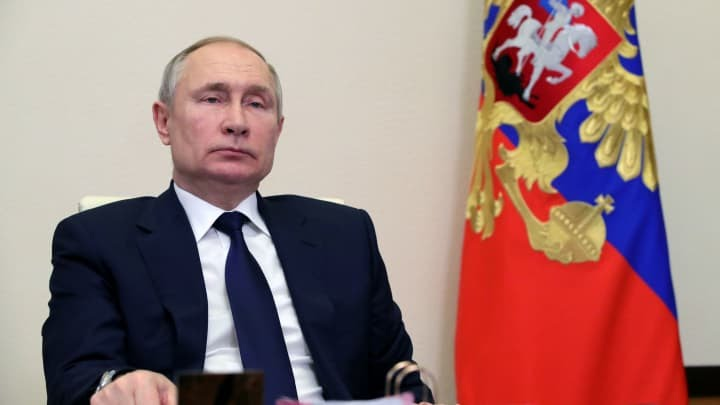 RT: Vladimir Putin: Russian President Vladimir Putin chairs a meeting with leaders of political parties outside Moscow