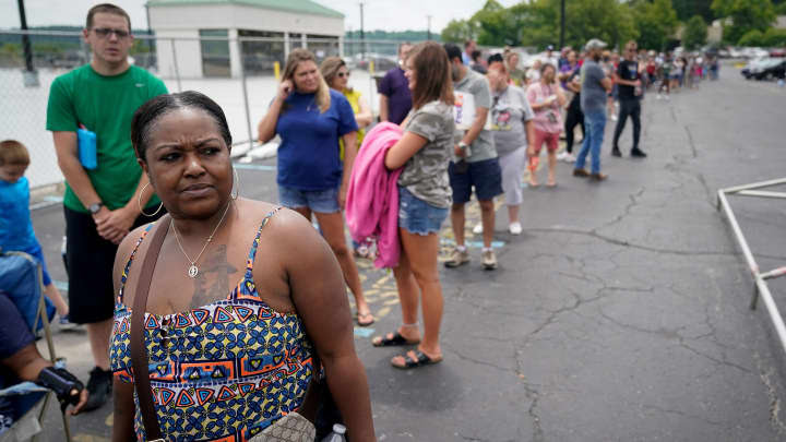 RT: Unemployment Jobless claims Kentucky: Thousands line up outside unemployment office in Frankfort